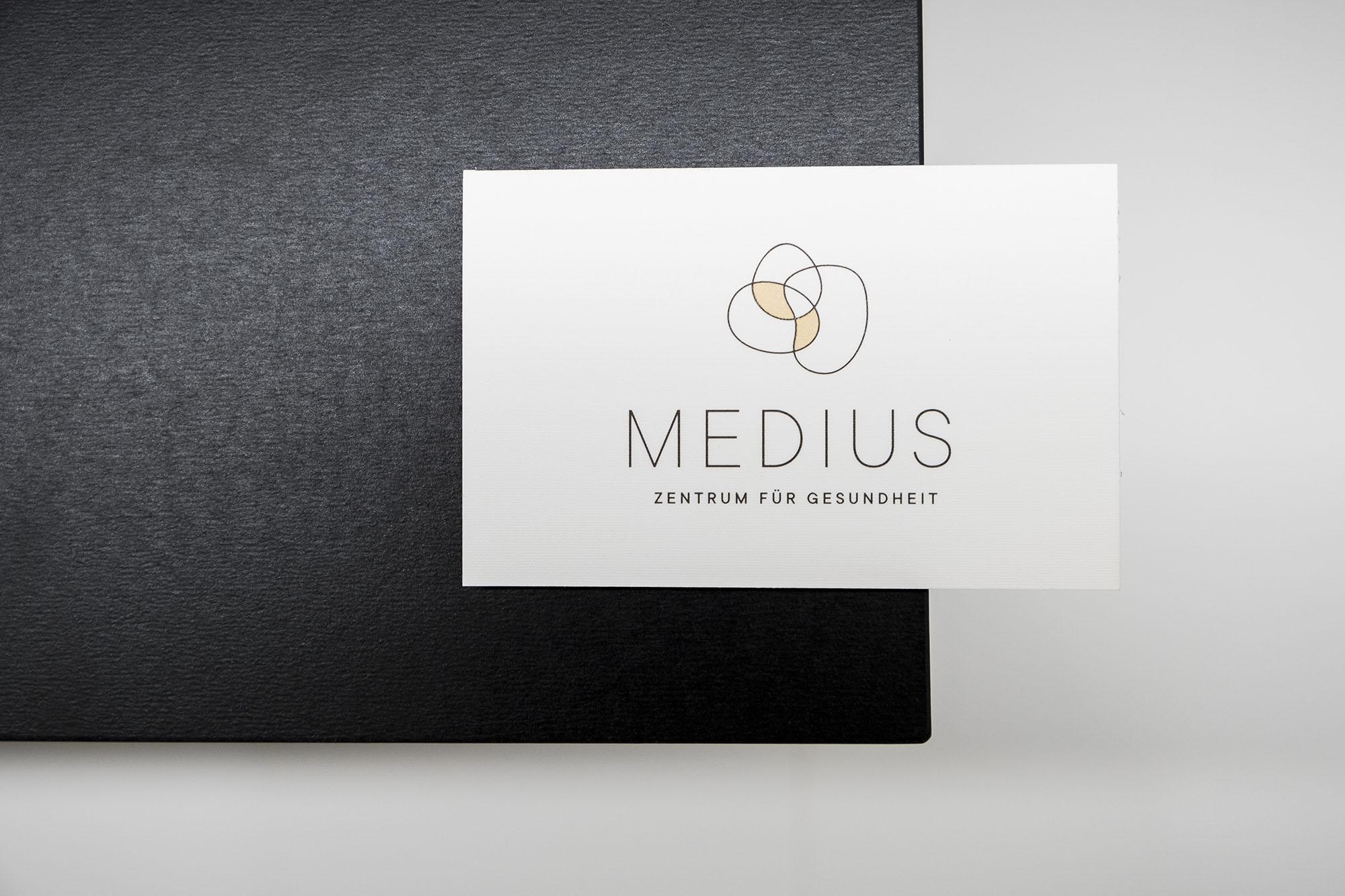 049_Medius_DSF7084
